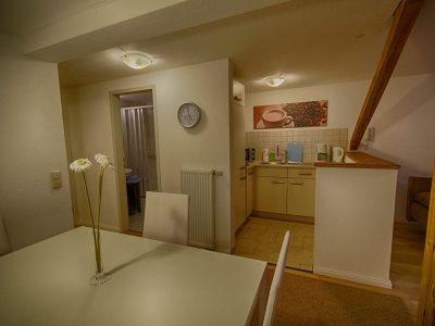 Küchenbereich im Wohnzimmer - Ferienwohnung A