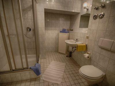 Ferienwohnung B Badezimmer