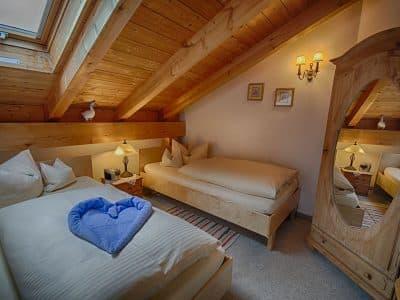 Zimmer 9 Twin, Schlafbereich, Hotel Fux*** Oberammergau