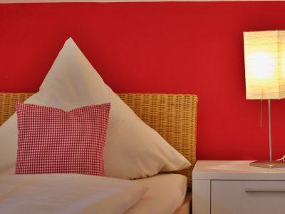 Ferienwohnung D Detail - Schlafzimmer - Oberammergau