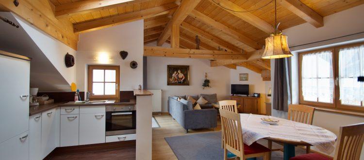 Wohnung 12 - Wohnbereich mit Küche - oberammergau